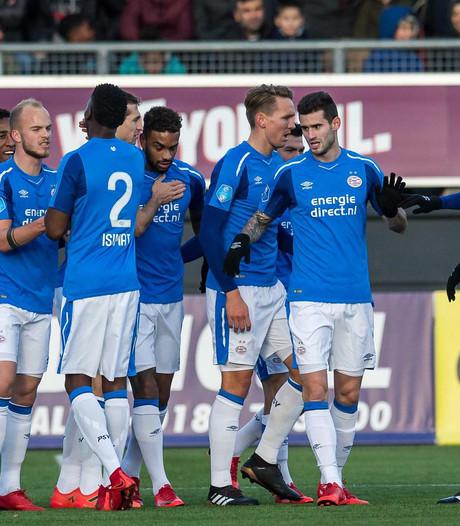 PSV domineert en wankelt, maar flikt het weer