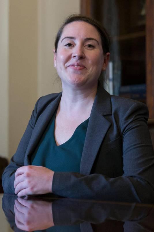 Leandra English vond dat zij directeur moest worden.