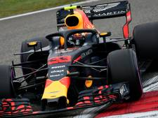 Verstappen vergooit het in China, briljante Ricciardo wint