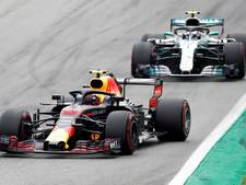 Nijdige Verstappen mist podium door tijdstraf, Mercedes pijnigt Ferrari